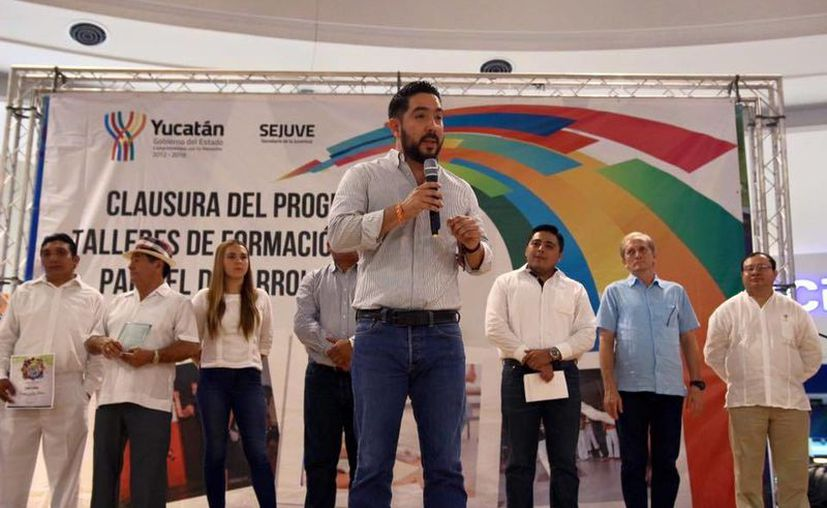El titular de la Secretaría de la Juventud, Luis Borjas Romero explicó que a partir de 2016 se incorporará un taller de lenguaje braille para personas con capacidades diferentes y un curso de capacitación para que los jóvenes mejoren su productividad económica.- (SIPSE)