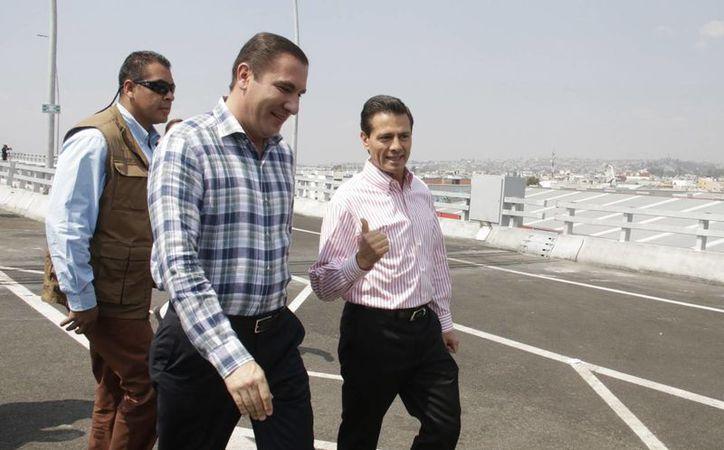 Peña Nieto entregó las obras de un viaducto sobre la autopista México-Veracruz. (Presidencia)