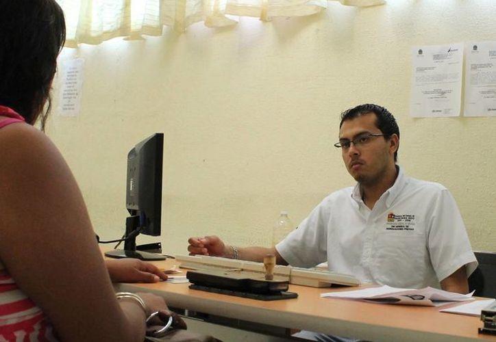 En algunas comunidades de Bacalar es importante sanear los lugares con presencia directa, dijo el procurador Armando García Torres. (Harold Alcocer/SIPSE)