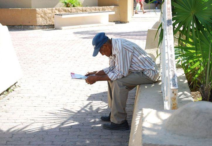 Muchos ancianos no tienen un techo ni plato de comida. (Tomás Álvarez/SIPSE)