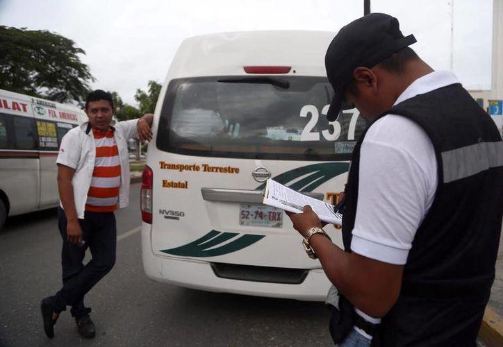 Este operativo inició hoy en la avenida Tulum a la altura de la terminal ADO. (Redacción/SIPSE)