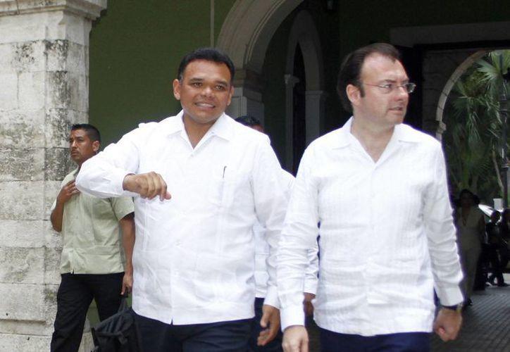 El gobernador Rolando Zapata recibió ayer al secretario de Hacienda, Luis Videgaray. (SIPSE/Christian Ayala)