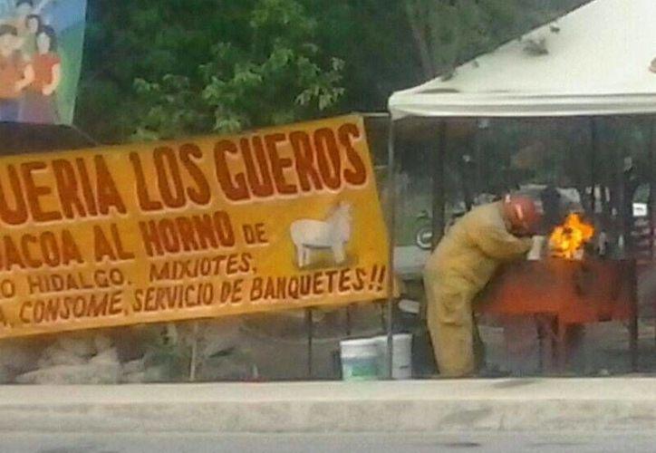 El cuerpo de bomberos se encargó de controlar el incendio. (Redacción/SIPSE)