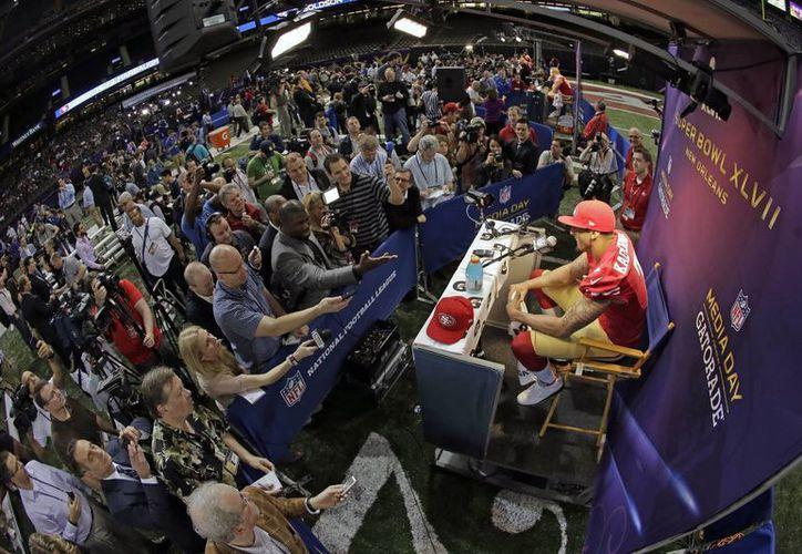 Una conferencia de prensa sui generis fue la que tuvieron los jugadores de la NFL previo al Super Bowl. (Agencias)