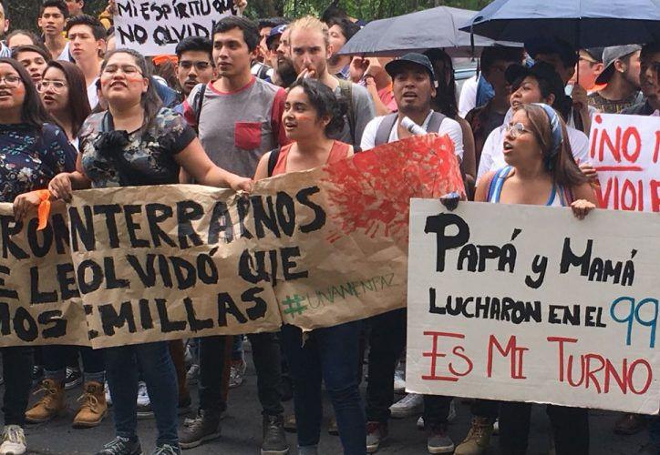 Alrededor de 30 mil estudiantes provenientes de más de 45 escuelas de la UNAM, pidieron este miércoles acabar con la violencia. (Animal Político)