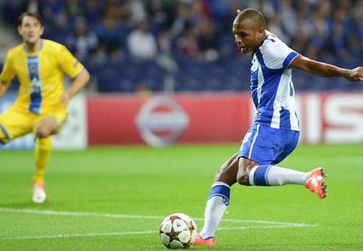 Brahimi abrió el marcador a favor del Porto, que al final ganó 2-1 al Marítimo en la Liga de Portugal. (fcporto.pt)