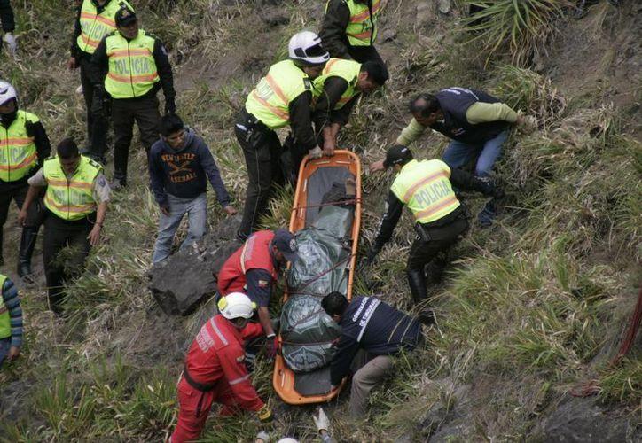 Cuerpos policiacos rescataron los cuerpos durante la madrugada. (Imagen de contexto/Agencias)