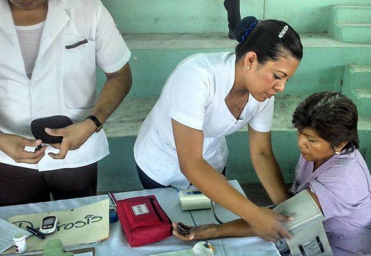 Personal del Centro de Salud porteño previene enfermedades crónicas.  (Alicia Carrasco/SIPSE)