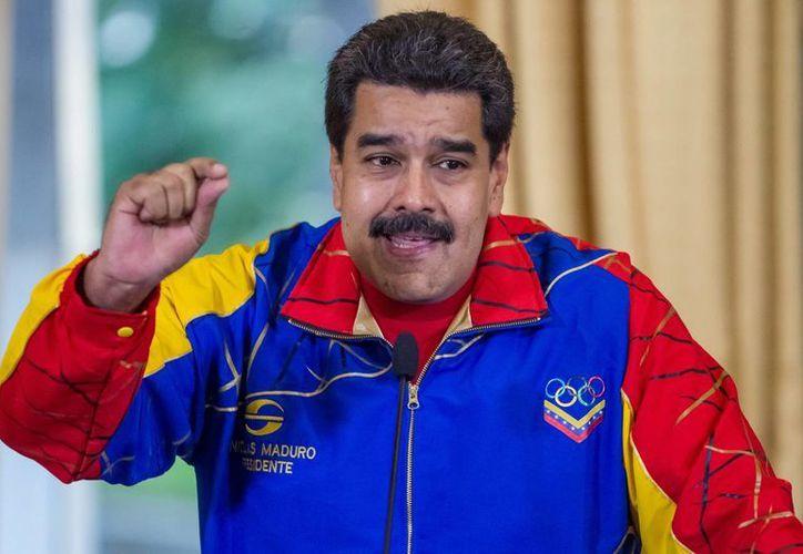 Nicolás Maduro también entregó condecoraciones a los deportistas de la delegación venezolana en Río de Janeiro 2016. (EFE/Archivo)
