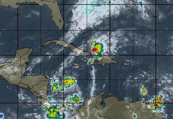 En la Península de Yucatán se prevé cielo medio nublado y lluvias con intervalos de chubascos en Quintana Roo. (Intellicast)