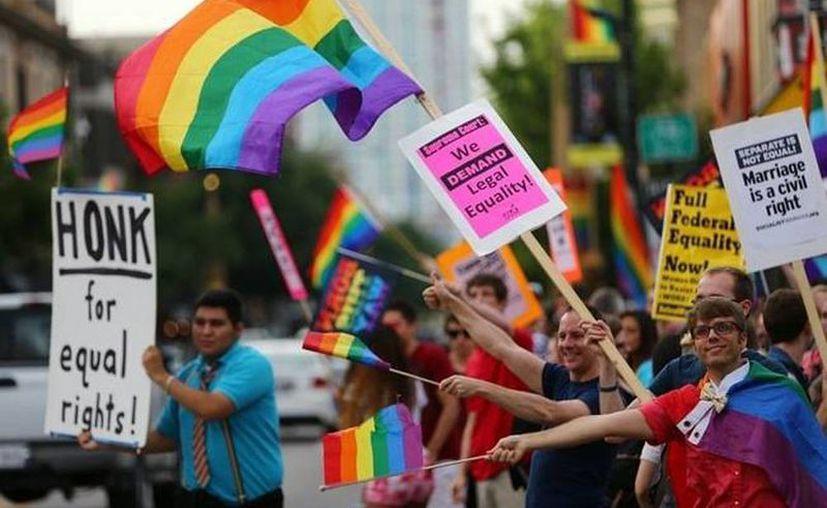 Las personas transgénero piden que se les reconozcan plenamente sus derechos ciudadanos en Venezuela. Imagen de una marcha de homosexuales en EU. (Foto de archivo de Agencias)