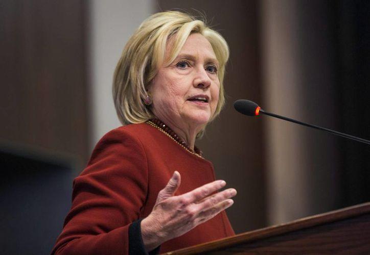 Hillary Clinton está por iniciar su campaña electoral por la presidencia de EU, puesto al que ya llegó su esposo, Bill Clinton. (EFE)