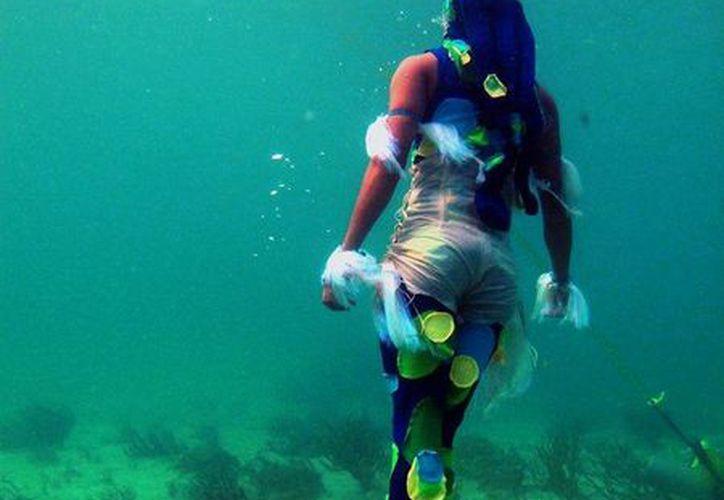 Para lograr las coreografías subacuáticas, los intérpretes recibieron un entrenamiento físico con la técnica de buceo conocida como apnea. (Redacción/SIPSE)