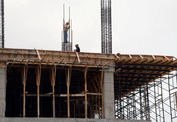 El sector de la construcción se verá afectado con los incrementos. (Luis Soto/SIPSE)
