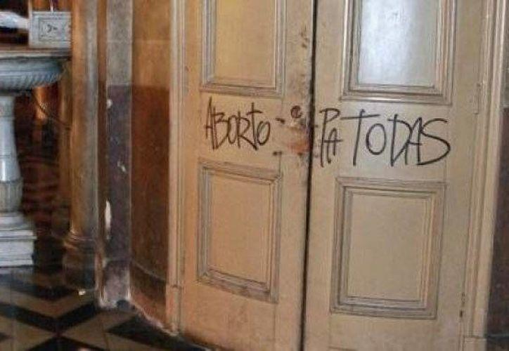 El cierre del lugar obedece a la necesidad de limpiar los rayados en los muros y reparar los destrozos. (aciprensa.com)