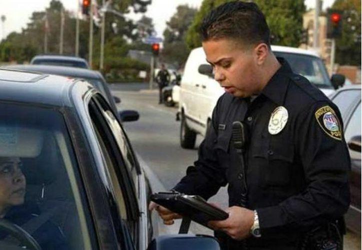 Las personas sin licencia de manejo tienen cinco veces más probabilidades de estar implicadas en un accidente automovilístico fatal. (elimparcial.com)