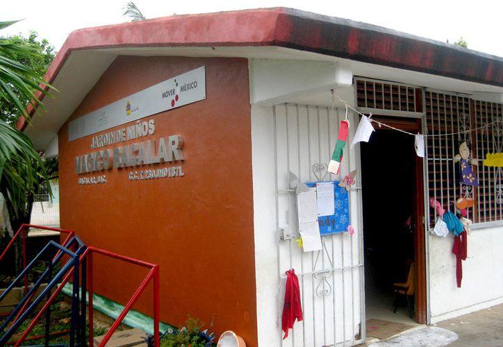 Protección Civil supervisa edificios, escuelas, comisarías y centros de salud del municipio. (Foto: Javier Ortiz / SIPSE)