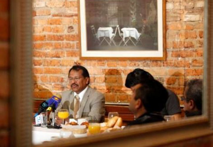 El PRD convoca a consulta ciudadana en ocho estado de la República para validar su postura antiprivatización.(Milenio)