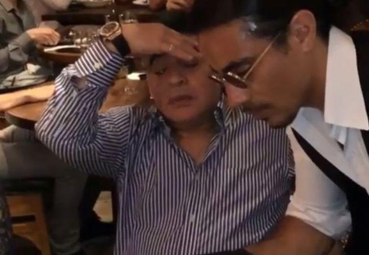 Diego Armando Maradona, ex jugador de fútbol viajó a Dubai para conocer al famoso chef de Salt Bae. (Captura de Pantalla)