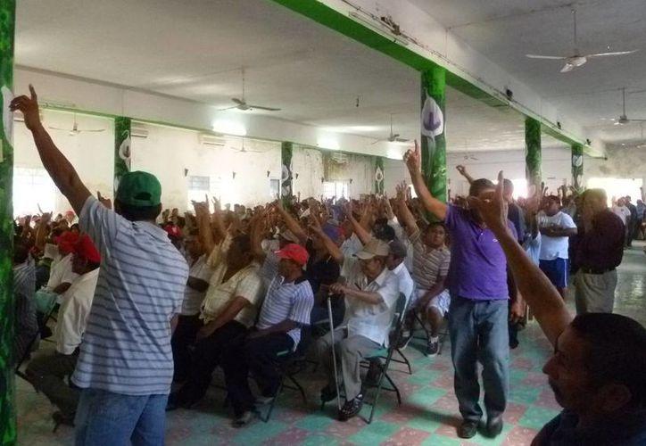 Realizan asamblea con la presencia de 469 ejidatarios de Lázaro Cárdenas. (Raúl Balam/SIPSE)