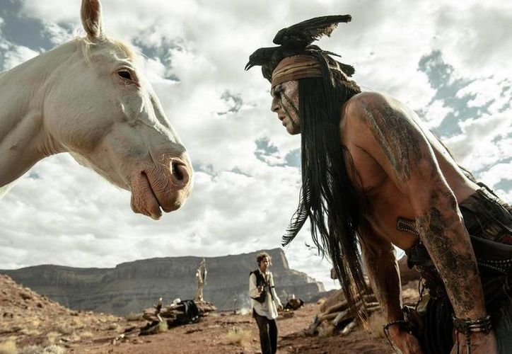 Para interpretar al indio Toro, Johnny Depp tuvo que integrarse a los comanches. (agencias)
