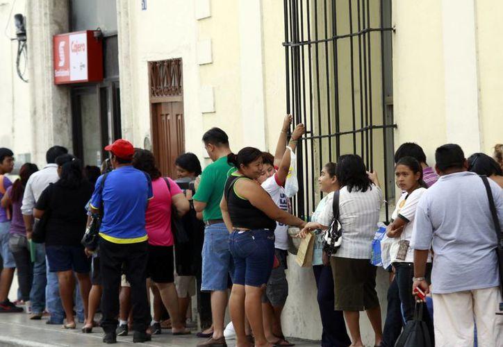 La mayoría de los yucatecos cuentan con cuentas de ahorro en los bancos. (Milenio Novedades)