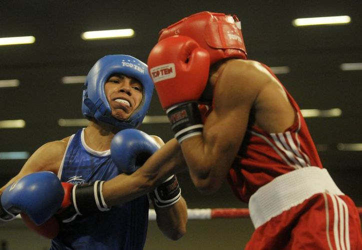 El cubano Yosbany Veitia (d) y el mexicano Joselito Velázquez en combate del 28 octubre de 2011, durante la final de los 75 kilos peso medio de los Juegos Panamericanos 2011. (EFE/Archivo)