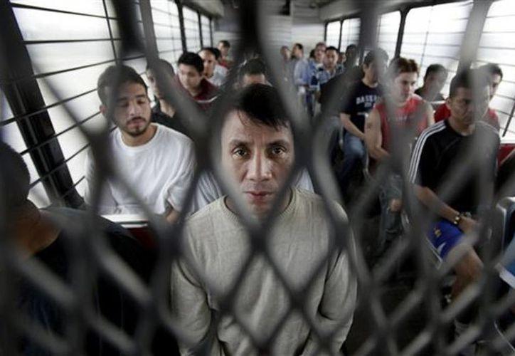 El 47 % de los inmigrantes mexicanos deportados de EU son acusados de violar leyes migratorias, normas de tránsito o de posesión de drogas ilegales. (Archivo/AP)