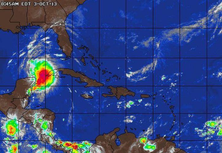 """La tormenta tropical """"Karen"""" se dirige al canal de Yucatán. (AcuuWeather.com)"""