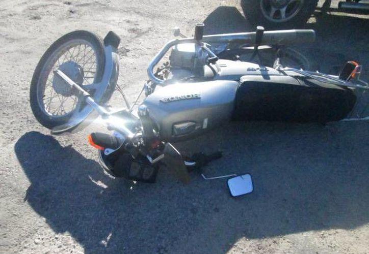 El motociclista terminó con con traumatismo craneoencefálico y fractura de clavícula, fue trasladado al Hospital O'Horán, se reporta como delicado. (Imagen de contexto Milenio Novedades)