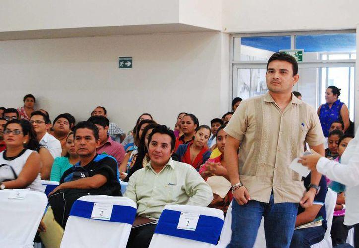 Se realizó ayer en Chetumal, la asignación para 17 materias del Colegio de Bachilleres de Quintana Roo; la institución sometió a concurso público un total de 651 horas frente a clase. (Harold Alcocer/SIPSE)
