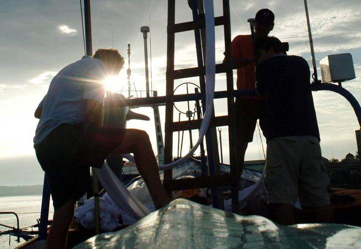 Equipos de la Armada Dominicana rastrean la zona para verificar si hay más personas muertas o náufragos. (EFE/Archivo)