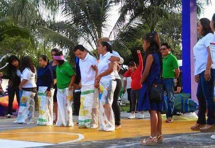 Participaron alumnos, profesores, familiares y amigos, quienes además de divertirse mostraron que trabajan a favor de la inclusión. (Yajahira Valtierra/SIPSE)