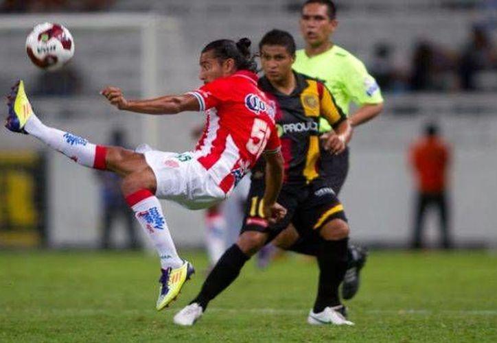 Rayos (d) y Leones Negros se volverán a enfrentar este sábado en el juego de vuelta de la final por el Ascenso.(vavel.com)