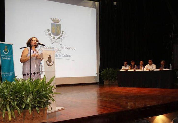 Durante el evento mujeres víctimas de violencia ofrecieron testimonios. (Cortesía)