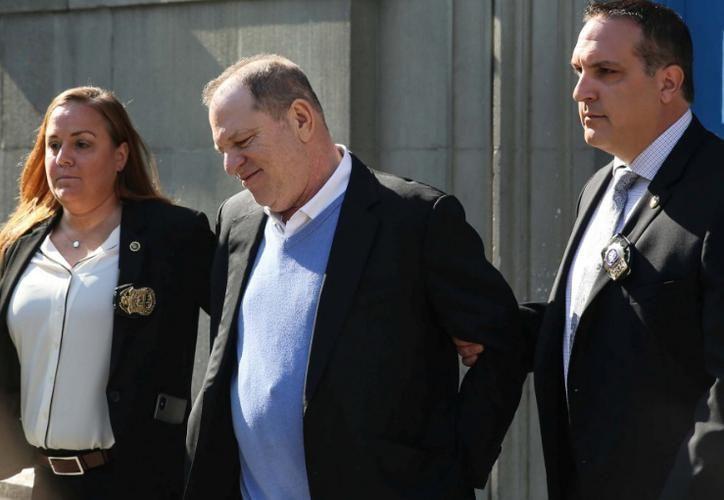 Harvey Weinstein se entregó a la policía de Nueva York el viernes pasado, meses después de que docenas de mujeres lo acusaran públicamente. (RT)