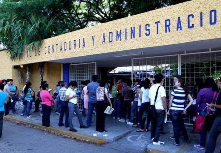 El reconocimiento fue para alumnos de la facultad de Contaduría y Administración, de la Universidad Autónoma de Yucatán. (SIPSE)