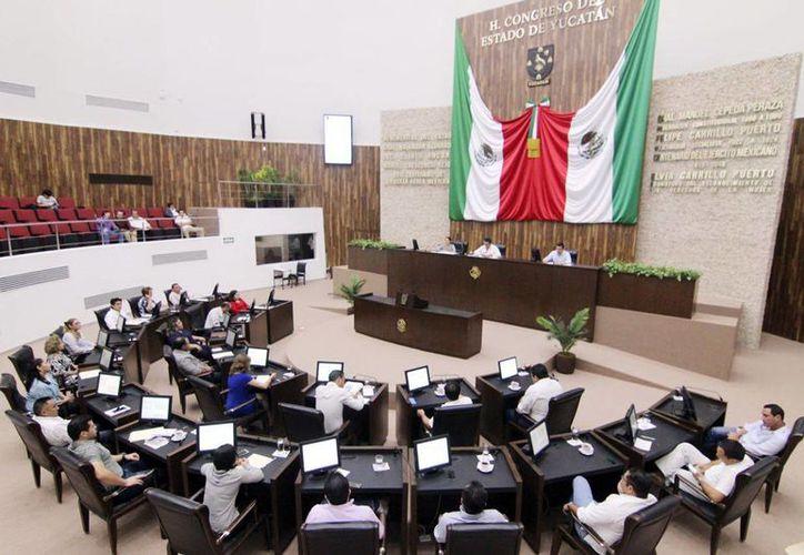 Se aprobó la donación de un predio a favor de la UNAM. Diputados lamentaron la muerte de dos mujeres en días pasados. (Milenio Novedades)