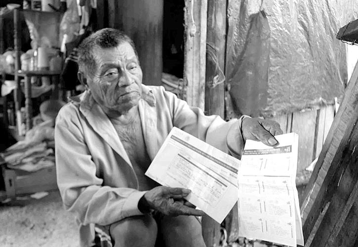 Cándido Chi Cohuó comentó que para que su esposa y él se alimenten recolectan pet para venderlo.