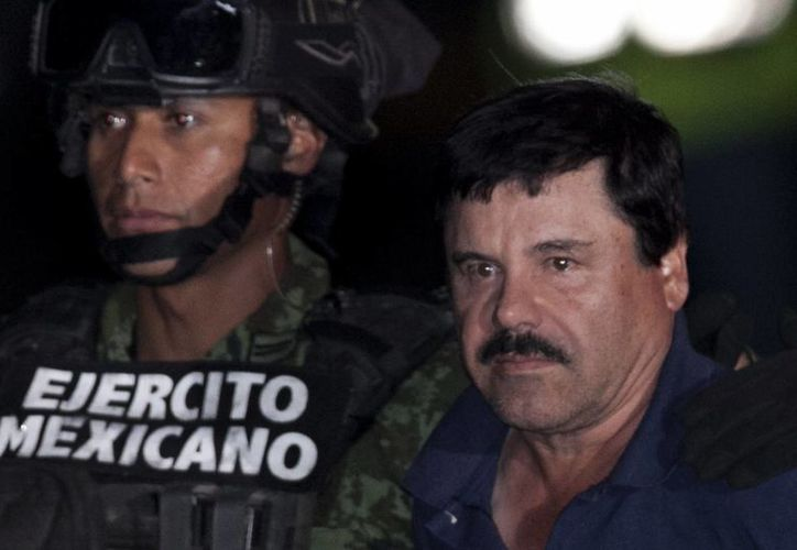 La marca con el nombre o sobrenombre del narcotraficante preso en el Altiplano está más allá del caso tequilero de Kate del Castillo. Imagen de archivo de la recaptura de El Chapo en Los Mochis. (Agencias)