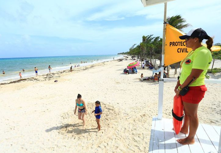 La playa cuenta con todos los servicios para los visitantes. (Cortesía)