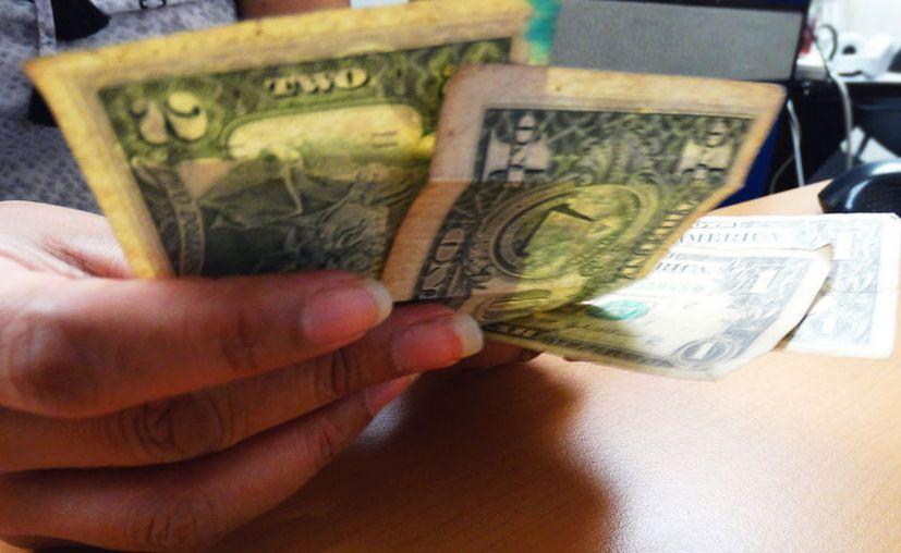 Los yucatecos que vivien en Estados Unidos enviaron mucho más dólares en este 2017 que  hace un año, según el Inegi. (Archivo/SIPSE.com)