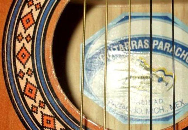 Las guitarras de Paracho son reconocidas internacionalmente. (folkartmexico.com)