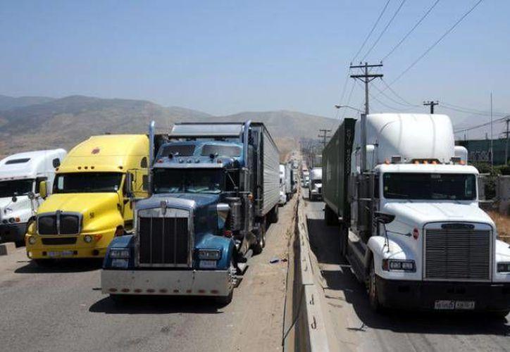 La ficina Coordinadora de Riesgos Asegurados declaró que las bandas criminales que atacan a transportistas tienen toda la infraestructura para asaltarlos. (Archivo/Notimex)