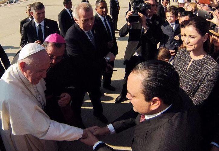 El Gobernador de Quintana Roo saludó a nombre de los católicos quintanarroenses a Su Santidad Francisco. (Redacción/SIPSE)