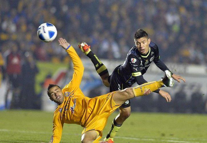 Tigres no sabe ganar en el presente torneo: ayer, en su casa, el regaló dos puntos al Santos Laguna. (Notimex)