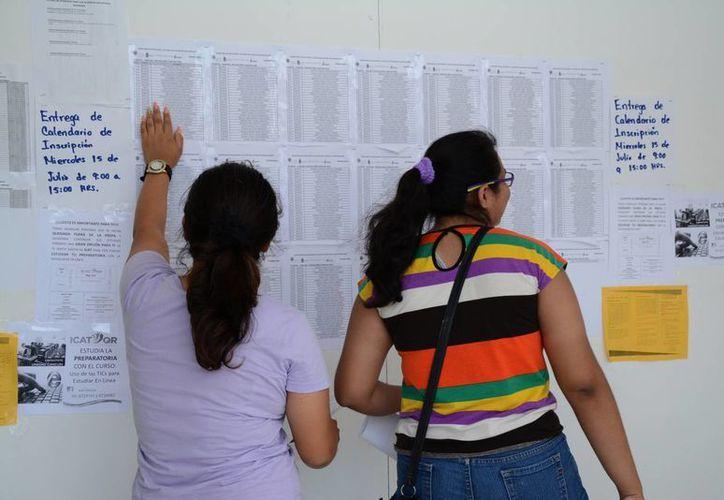Los padres de familia muestran su preocupación debido a que tienen como fecha límite para el pago de colegiaturas. (Victoria Gónzalez/SIPSE)