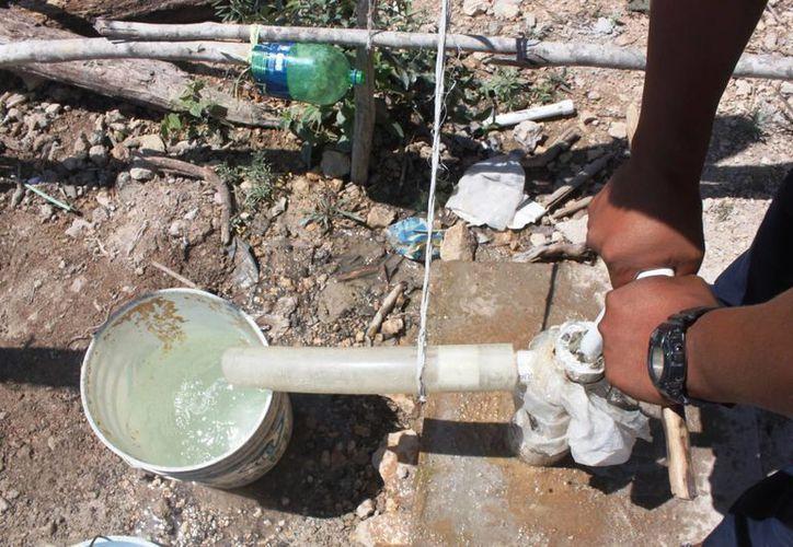 Los habitantes del predio invadido conocido como In House han comenzado a enfermarse por usar agua contaminada. (Daniel Pacheco/SIPSE)