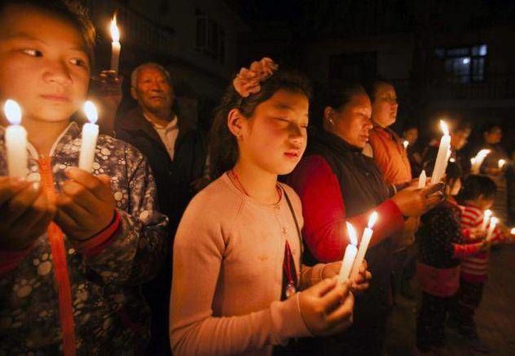 Mientras asistían unas 300 personas a dar el pésame a su familia, el timador no pudo más y se levantó. (Internet)