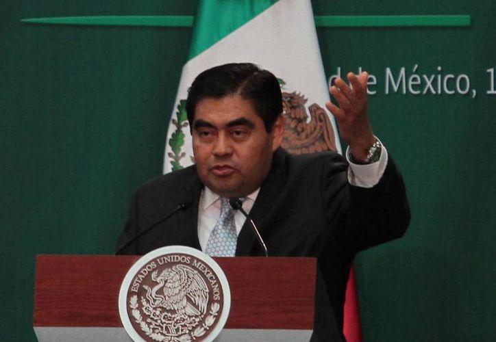 El presidente de la Mesa Directiva del Senado, Miguel Barbosa, reiteró su rechazo a las alianzas que pudiera hacer el PRD con otras fuerzas políticas. (Archivo/Notimex)